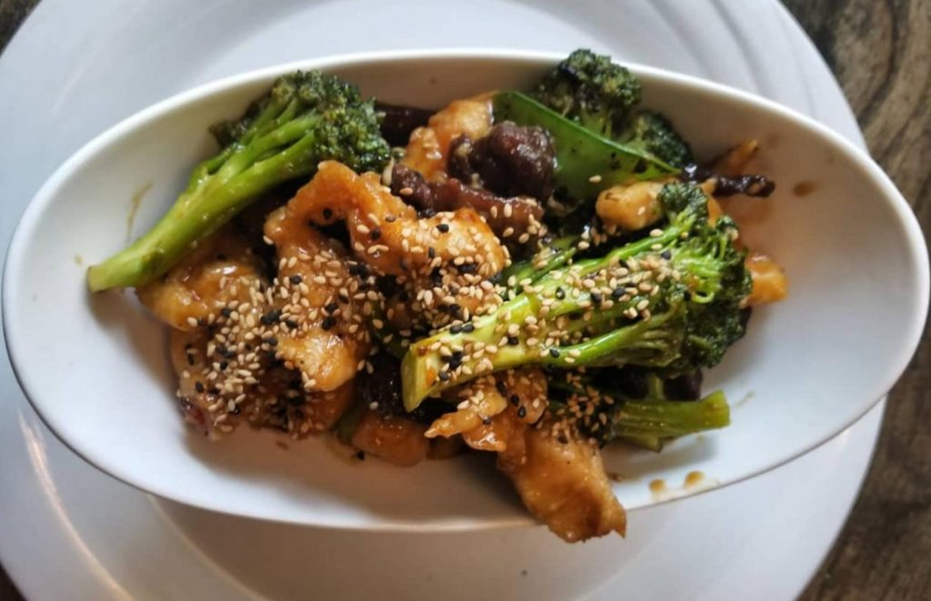 chinese chicken and broccoli with sesame seeds